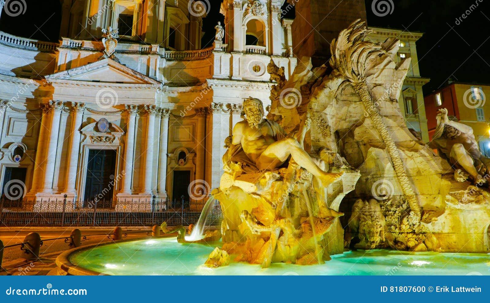 Известный фонтан 4 рек на аркаде Navona в Риме