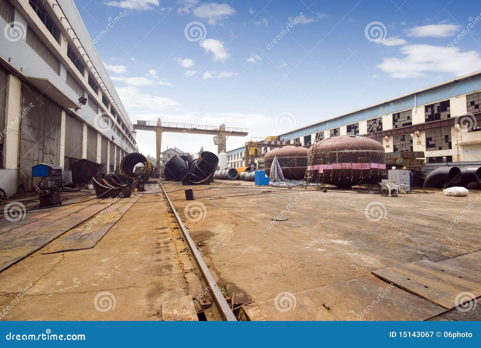 изготавливание машинного оборудования фабрики