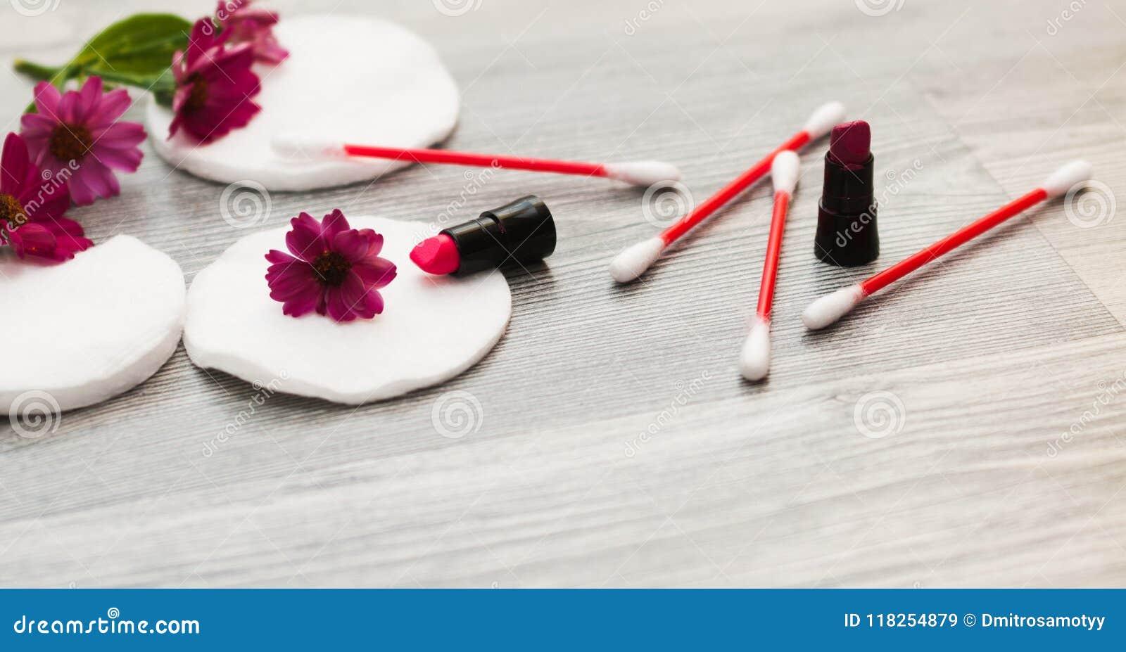 Изображение домодельных ингридиентов косметик тема ароматности Губки хлопка для извлекать состав