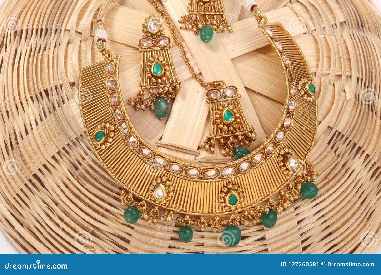 Изображение женской цепи ювелирных изделий с камнями Для девушек и женщин соответствуя серьгам, mangtika и ожерелью