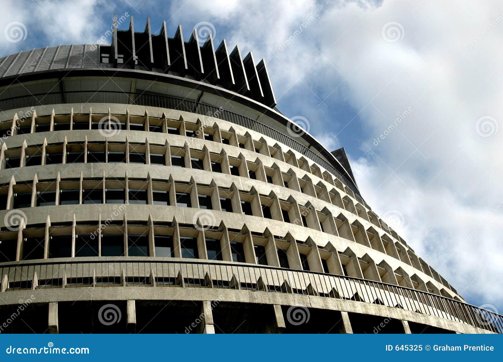 Download изогнутое здание стоковое изображение. изображение насчитывающей линии - 645325