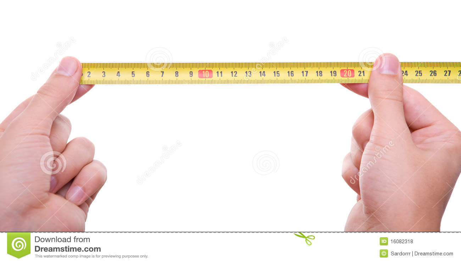 изолированная руками лента измерения измеряя