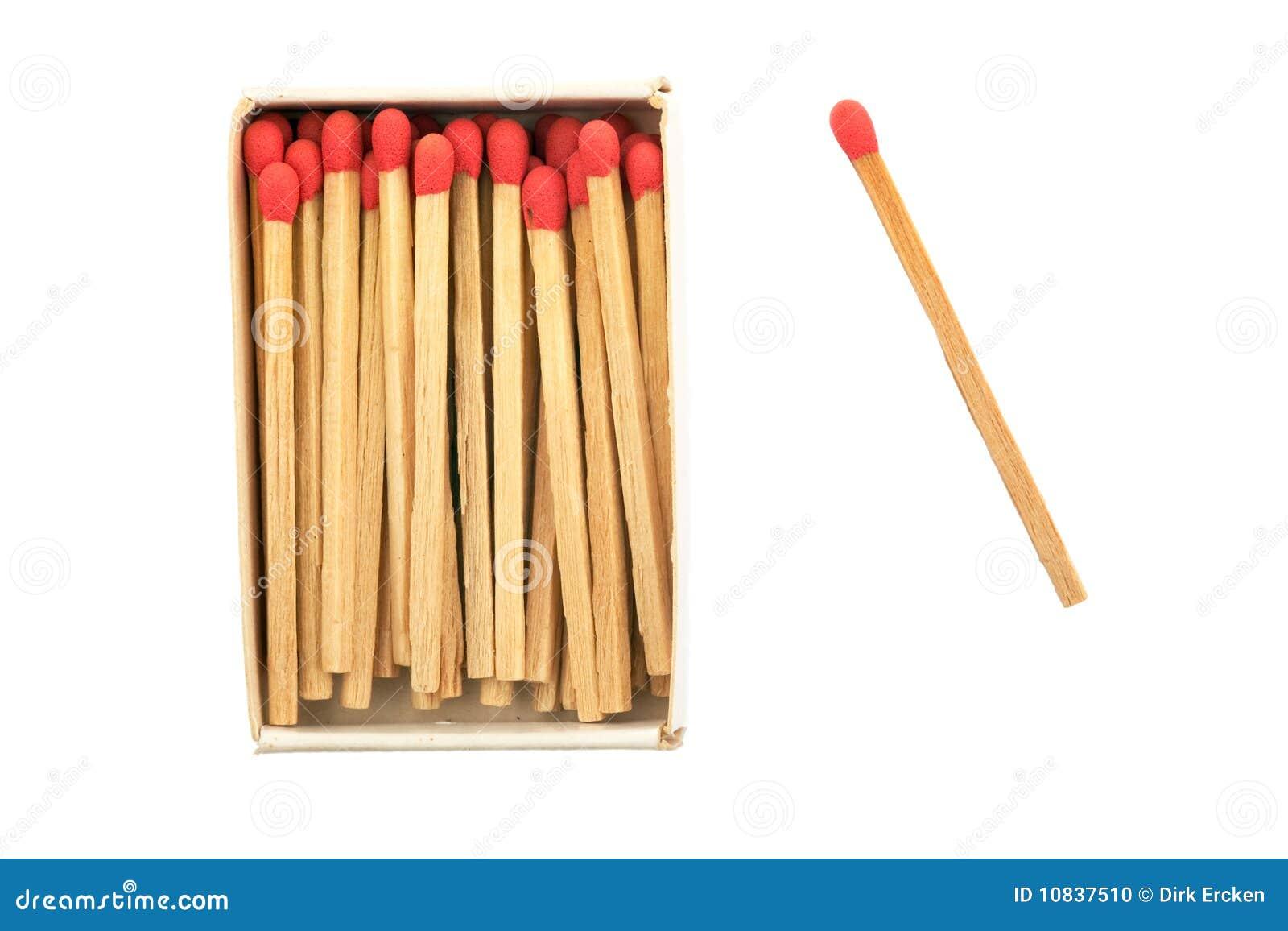 изолированные пожаром светлые спички matchbox начинают серу