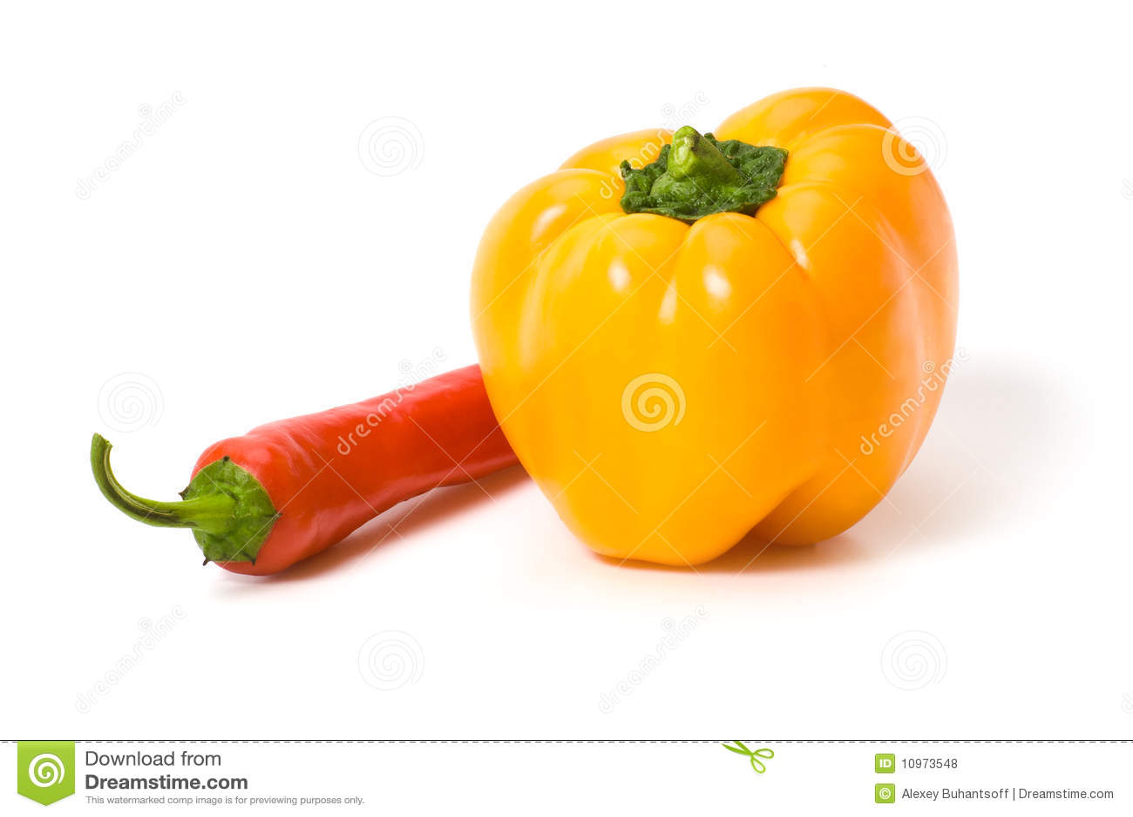 изолированный желтый цвет перцев красный