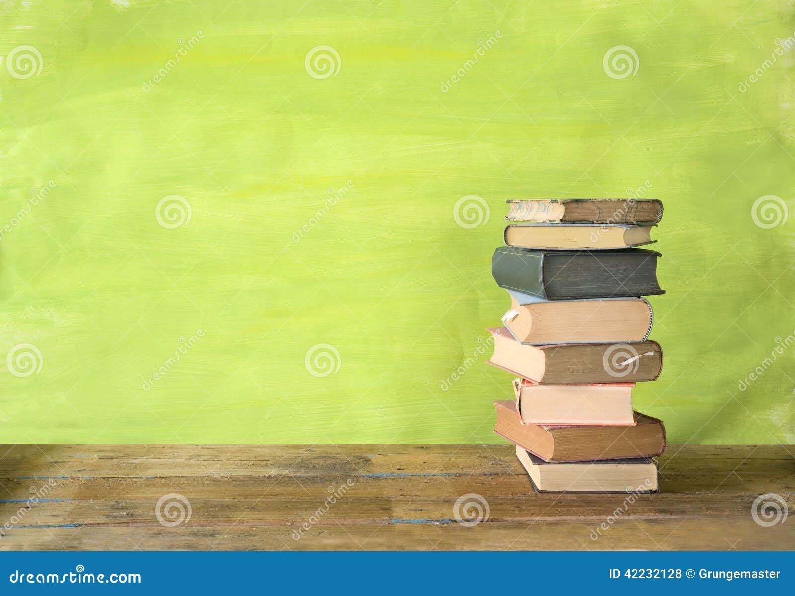 изолированный книгами стог серии