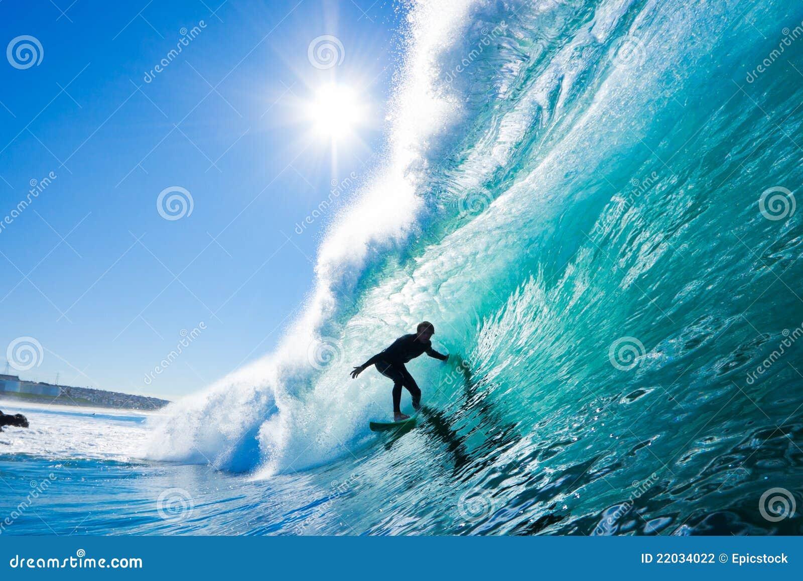 изумительная волна серфера