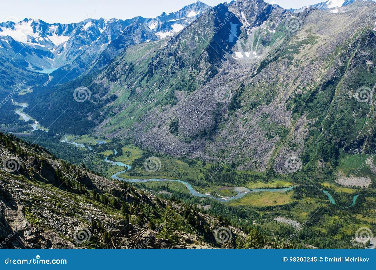 Download изумительная гора ландшафта Стоковое Изображение - изображение насчитывающей ландшафт, утес: 98200245