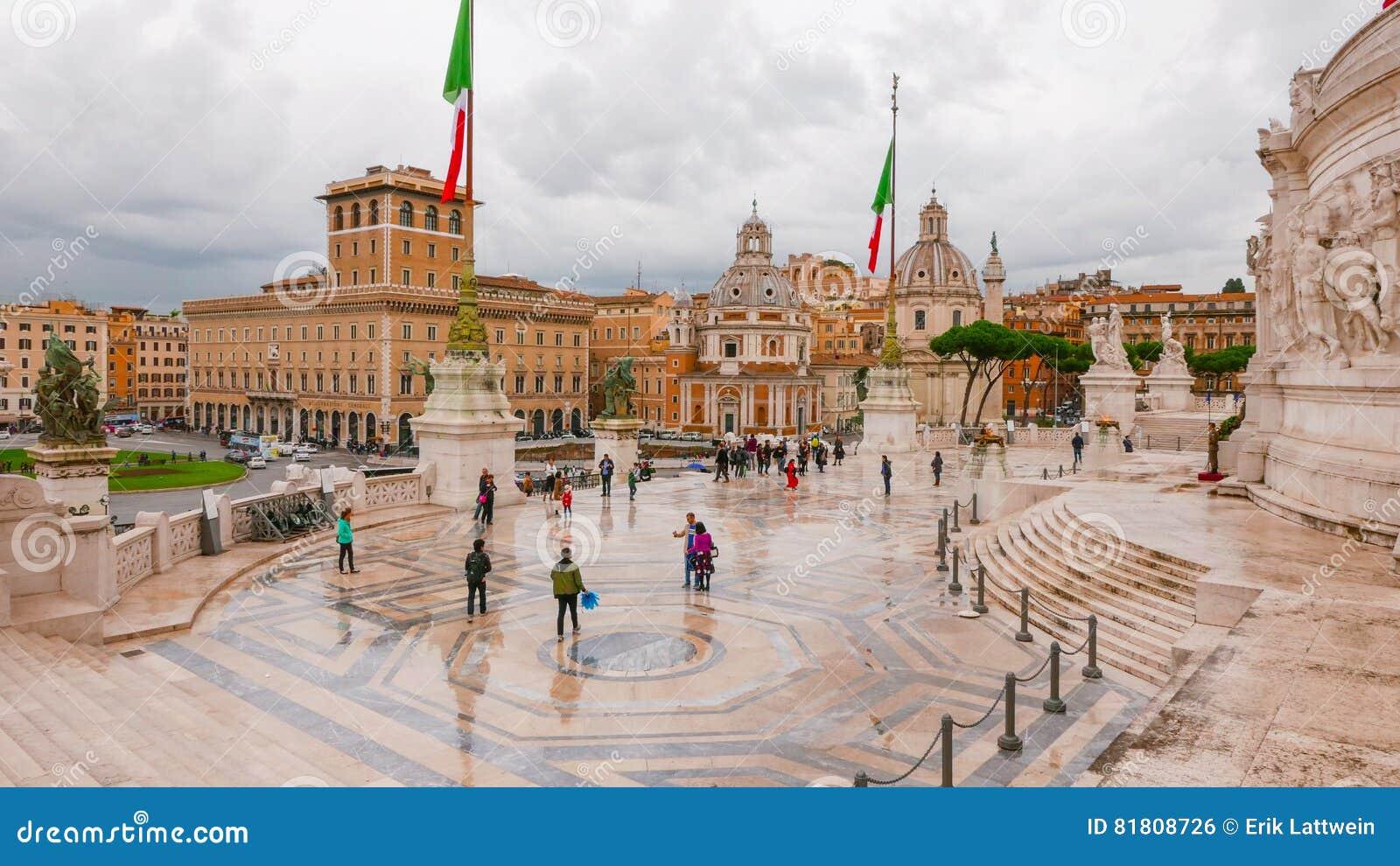 Изумительный взгляд от национального монумента в Риме