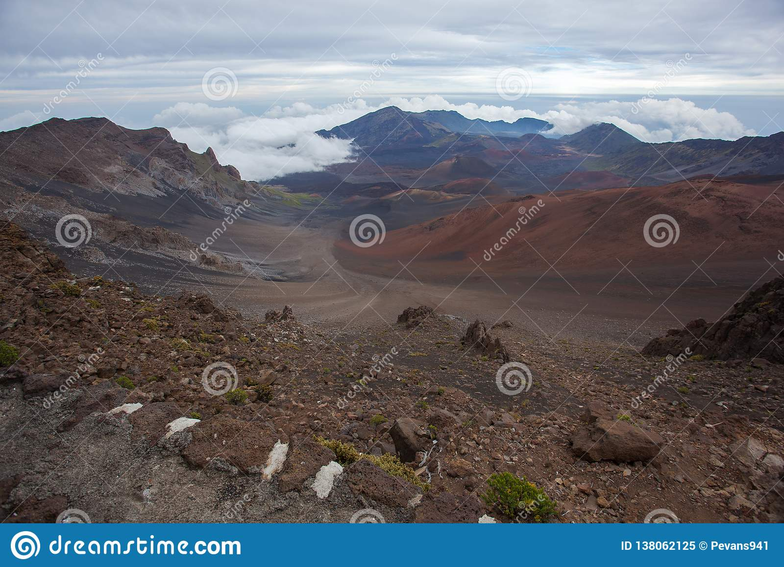 Изумляя сценарный кратер Мауи Гаваи Haleakala