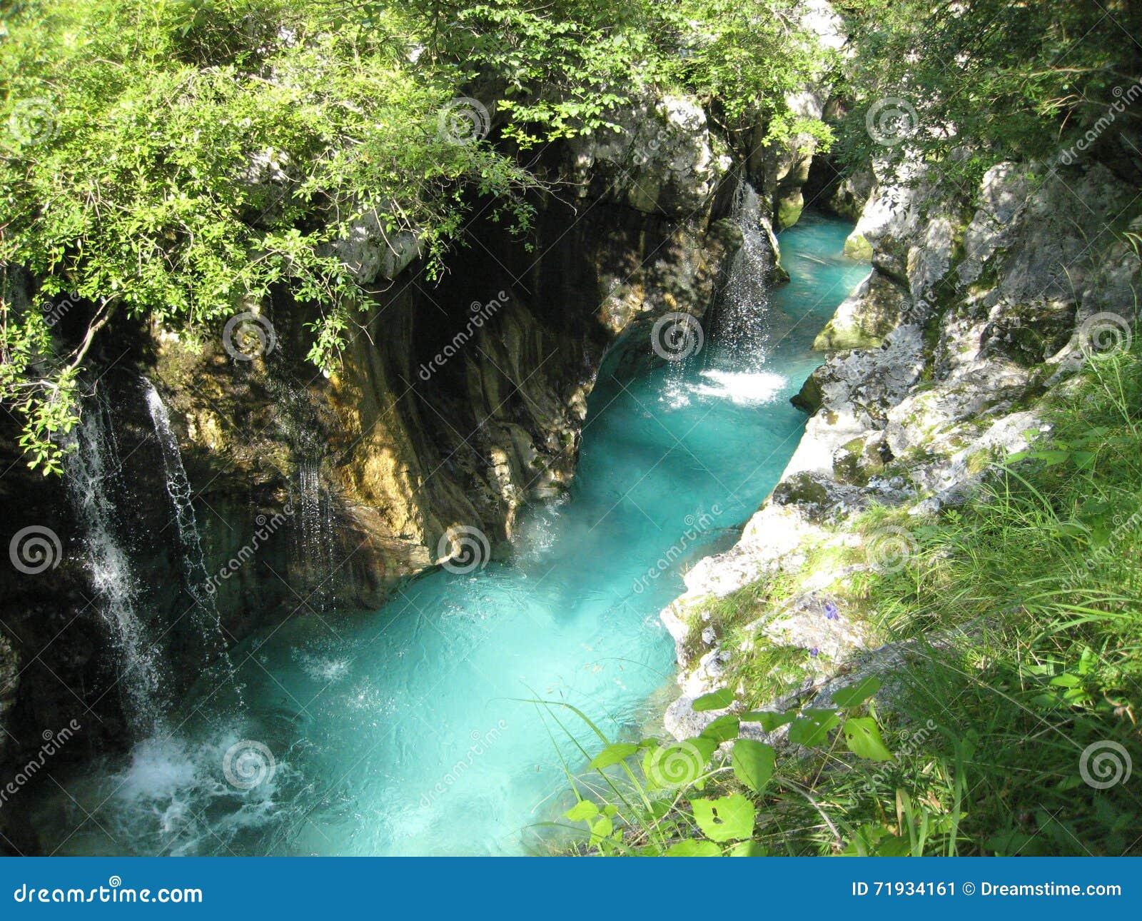 Изумрудное река