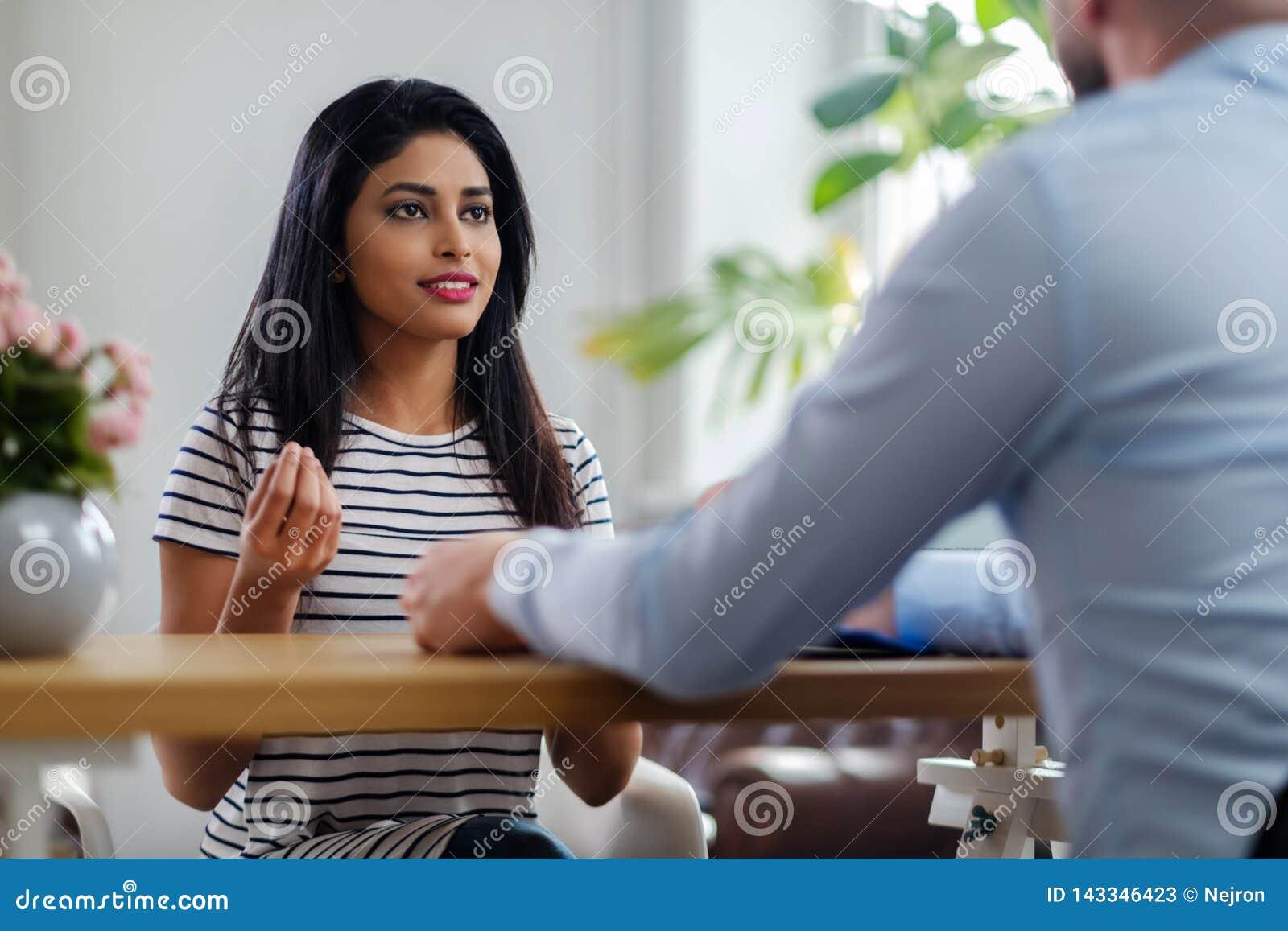 Девушки на прием на работу работа моделью в ессентуки