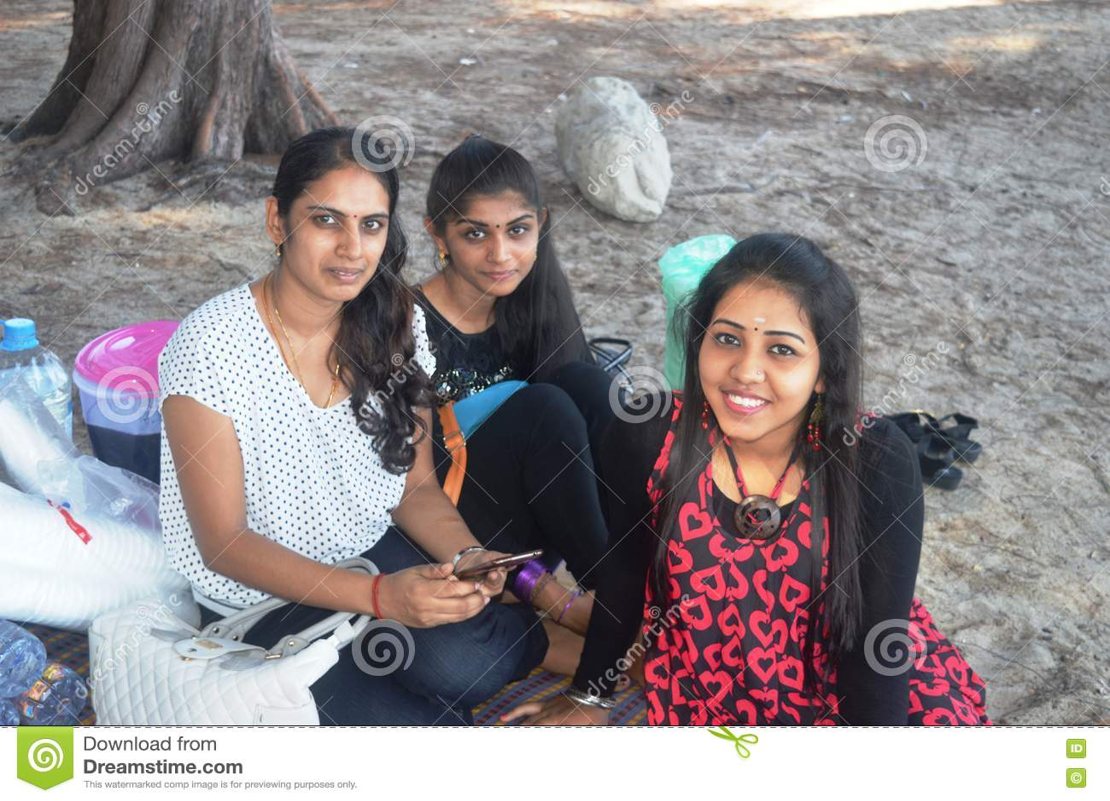Индийские девушки на пляже, порно пожилые мжм