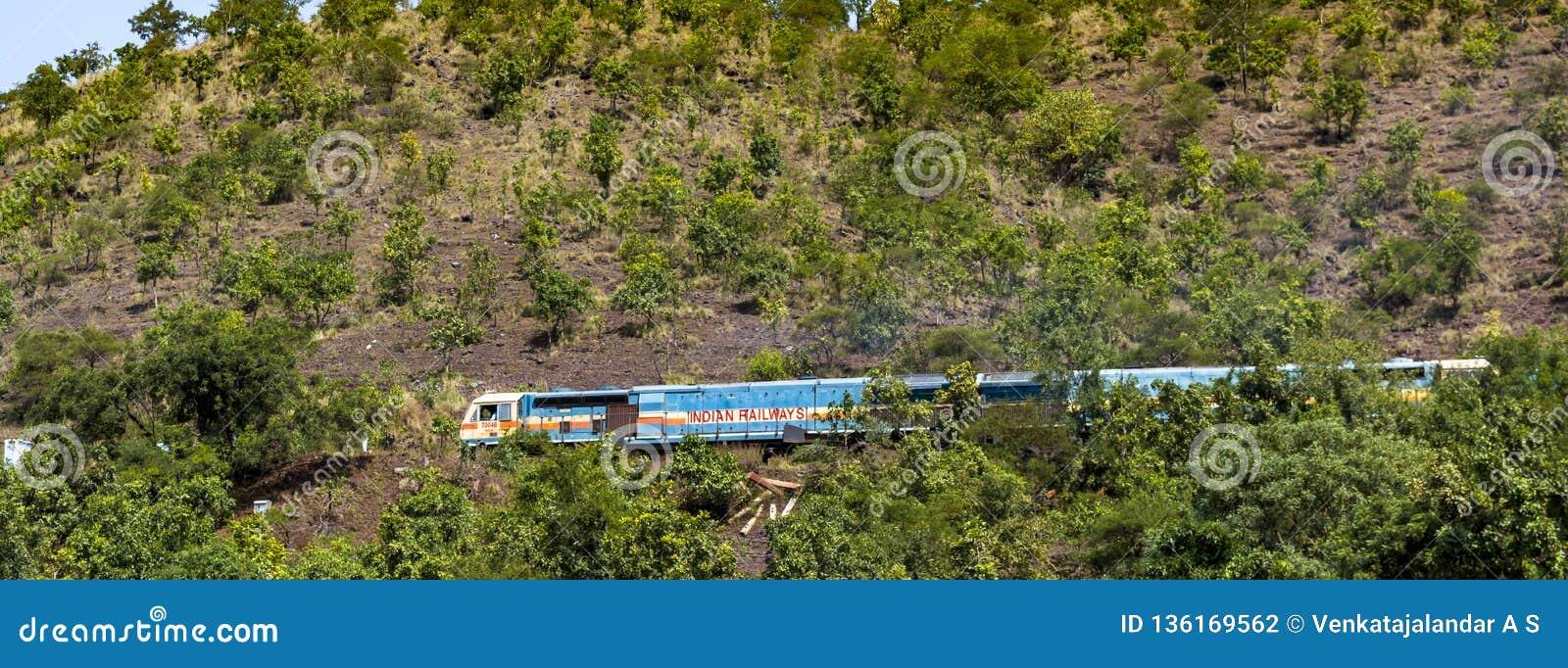 Индийские железные дороги на горе