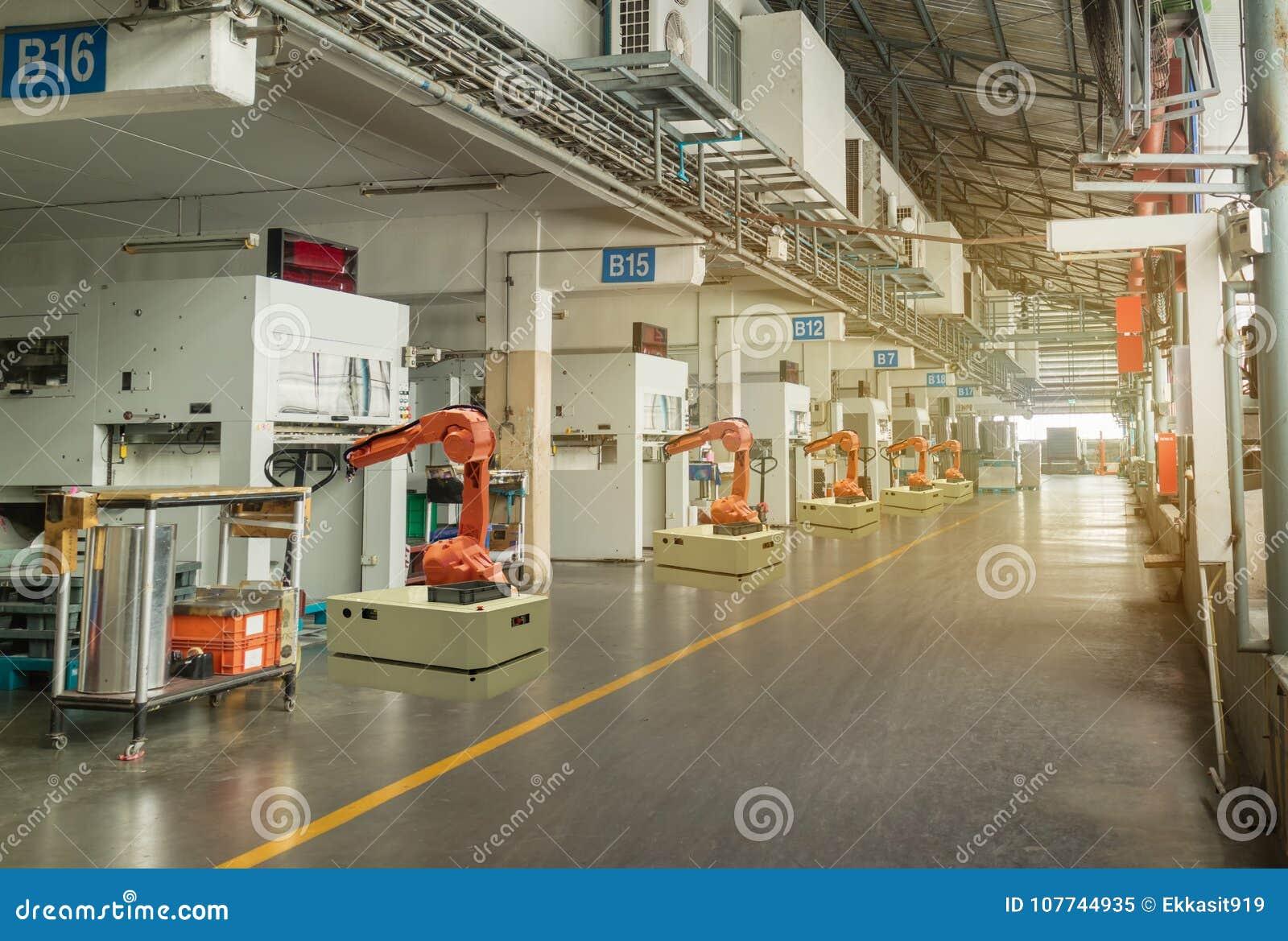 Индустрия 4 Iot умная Слово красного цвета расположенное над текстом белого цвета Рука автоматизации робототехническая работая в