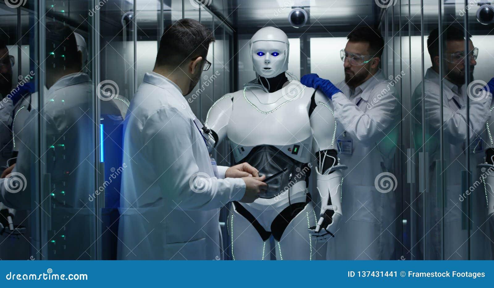Инженеры испытани по управления робота сток-видео