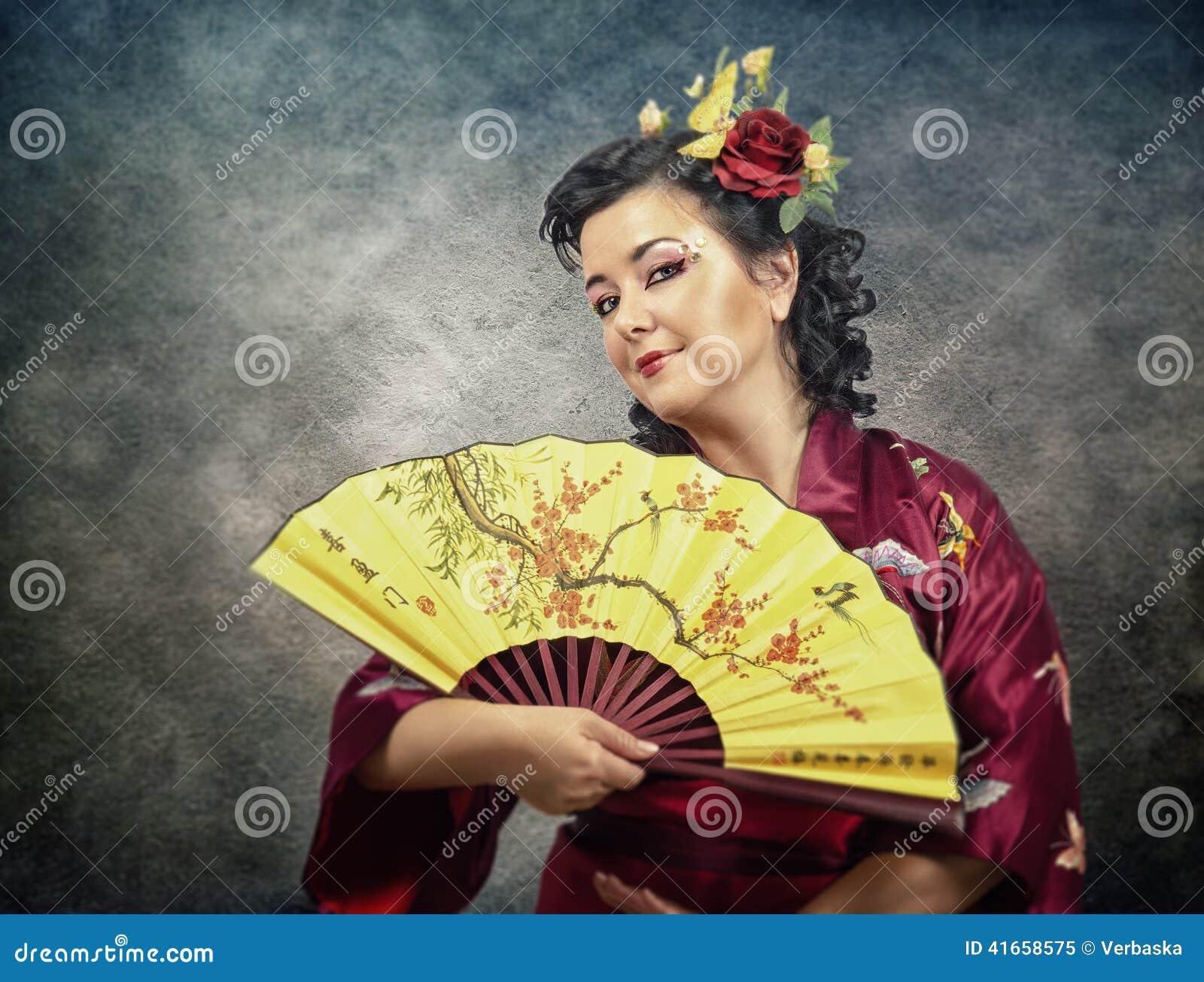 длинной с Полу портрет женщины кимоно зрелой с вентилятором
