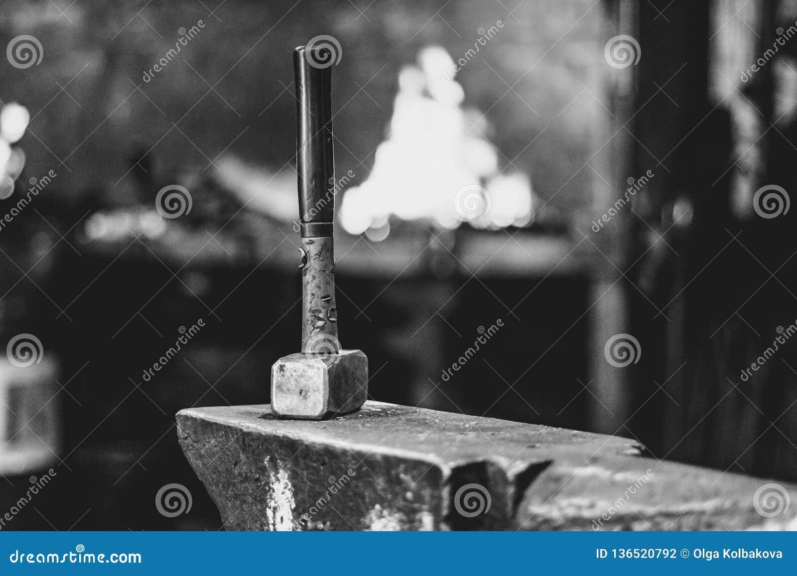 Инструменты в кузнице