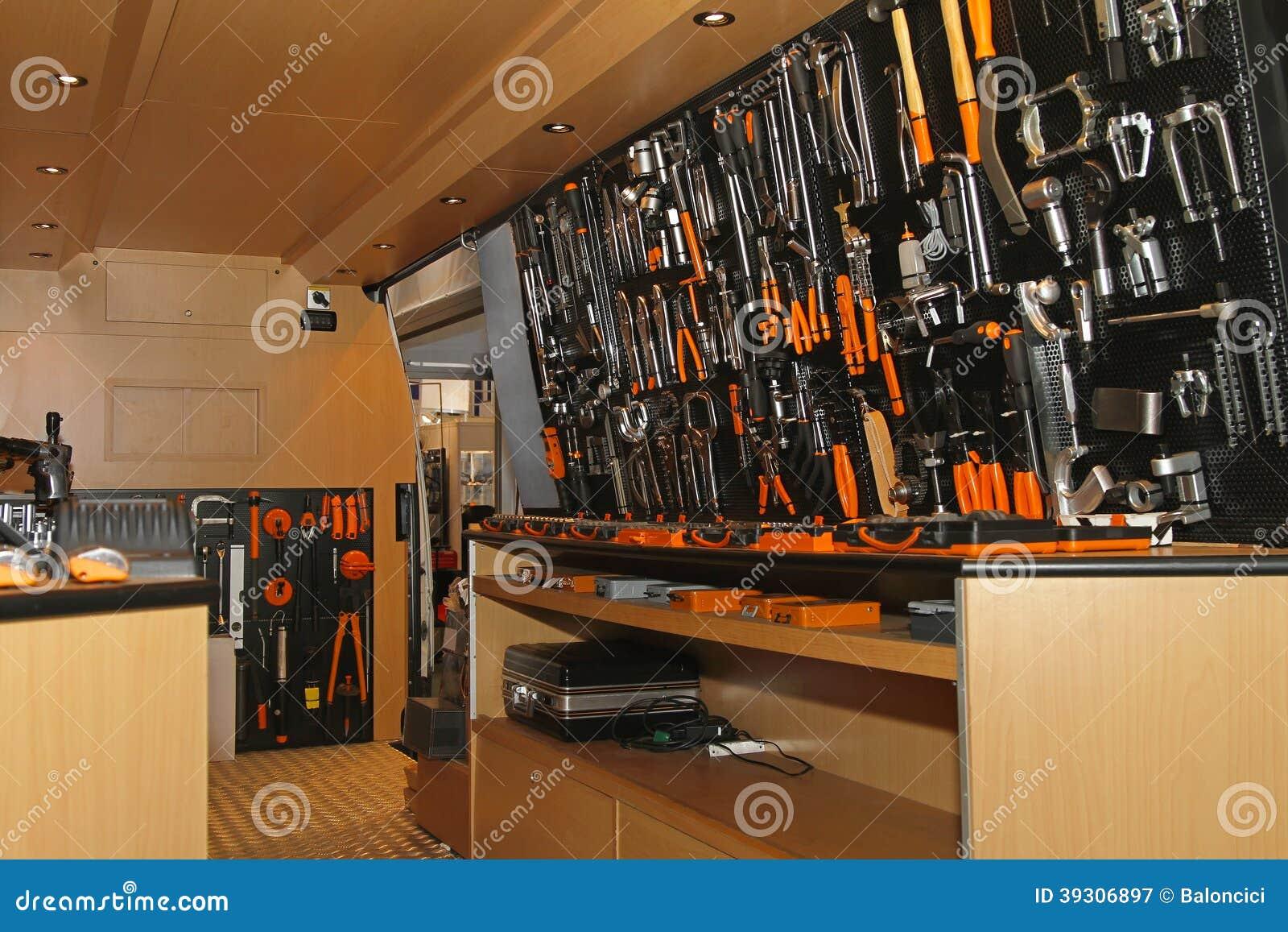 Инструменты в фургоне