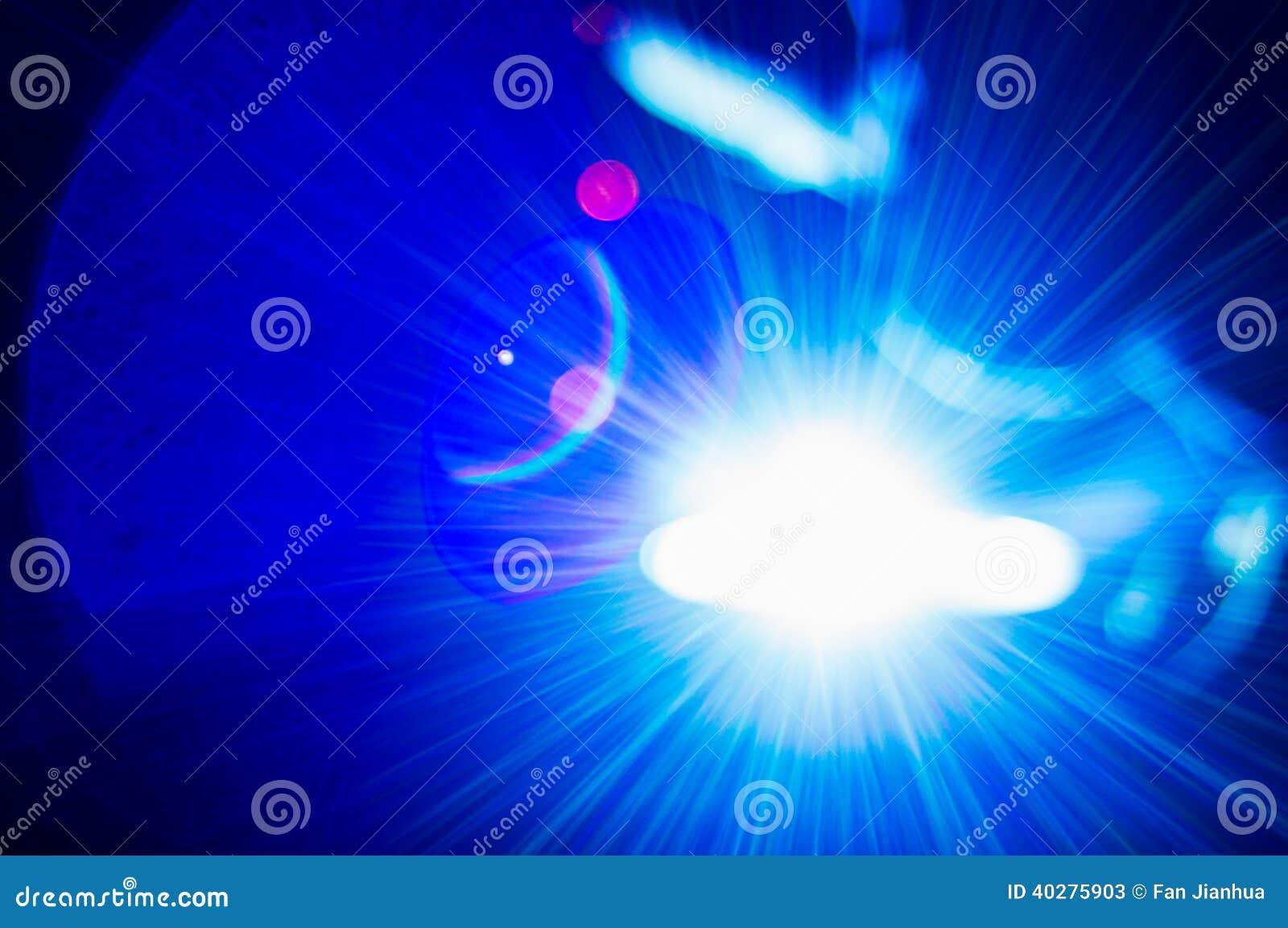 Интенсивный светлый оператор заварки виртуальный и ослепляя