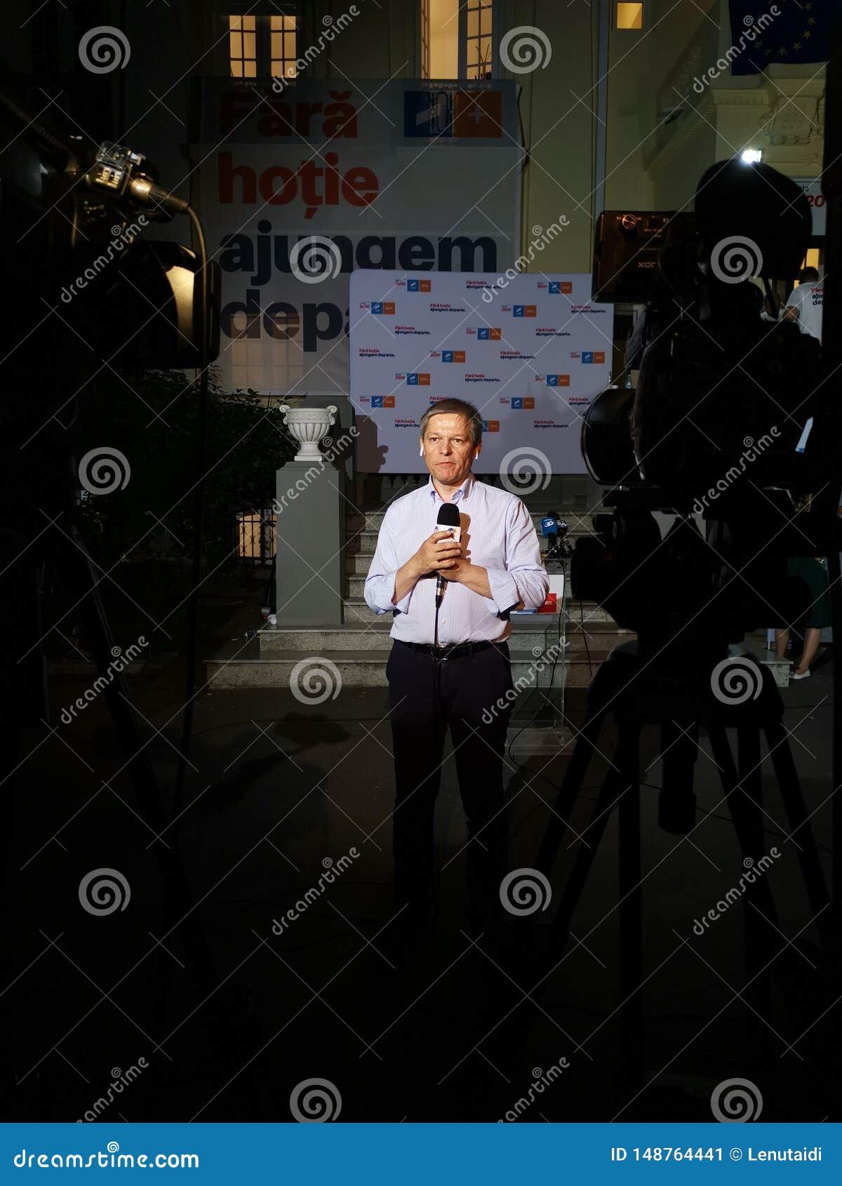 Интервью Dacian Ciolos на штабах союзничества 2020 USR-PLUS в Бухаресте в ночи