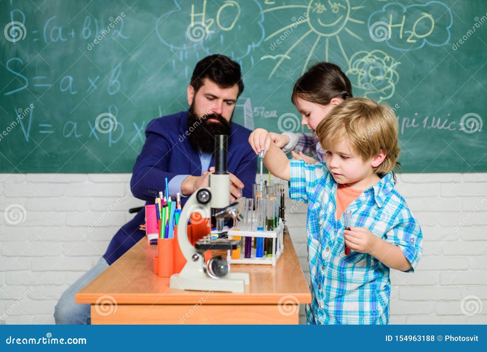 Интересные школьные классы Школьное образование Эксперимент по химии школы Клуб школы Объяснять химию для того чтобы оягниться