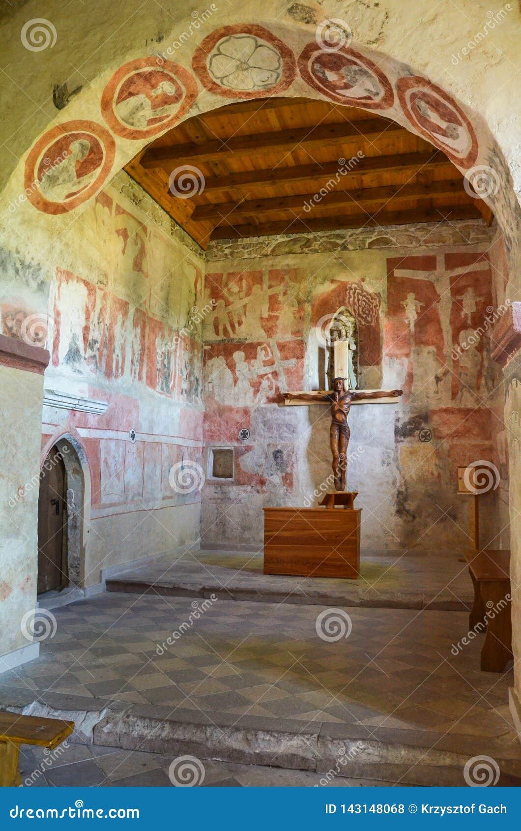 Интерьер готической церков всех Святых, Szydlow, Польши