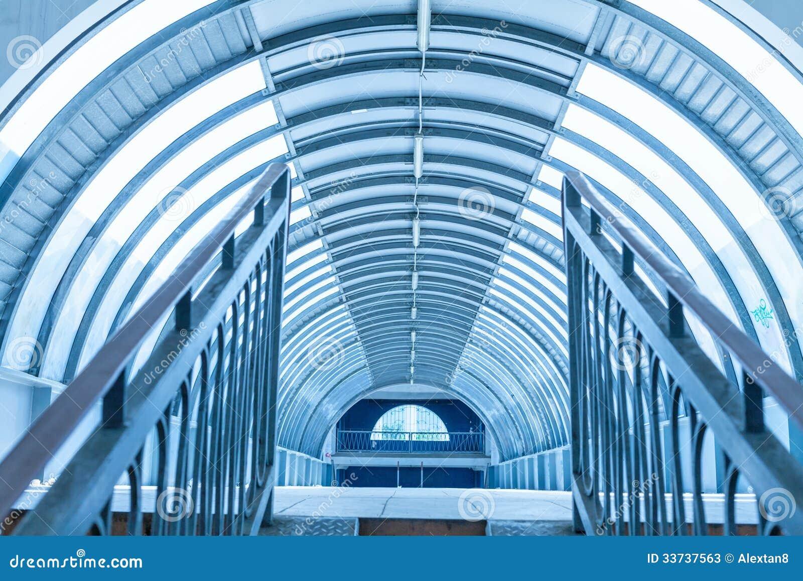 Интерьер дорожки тоннеля современный