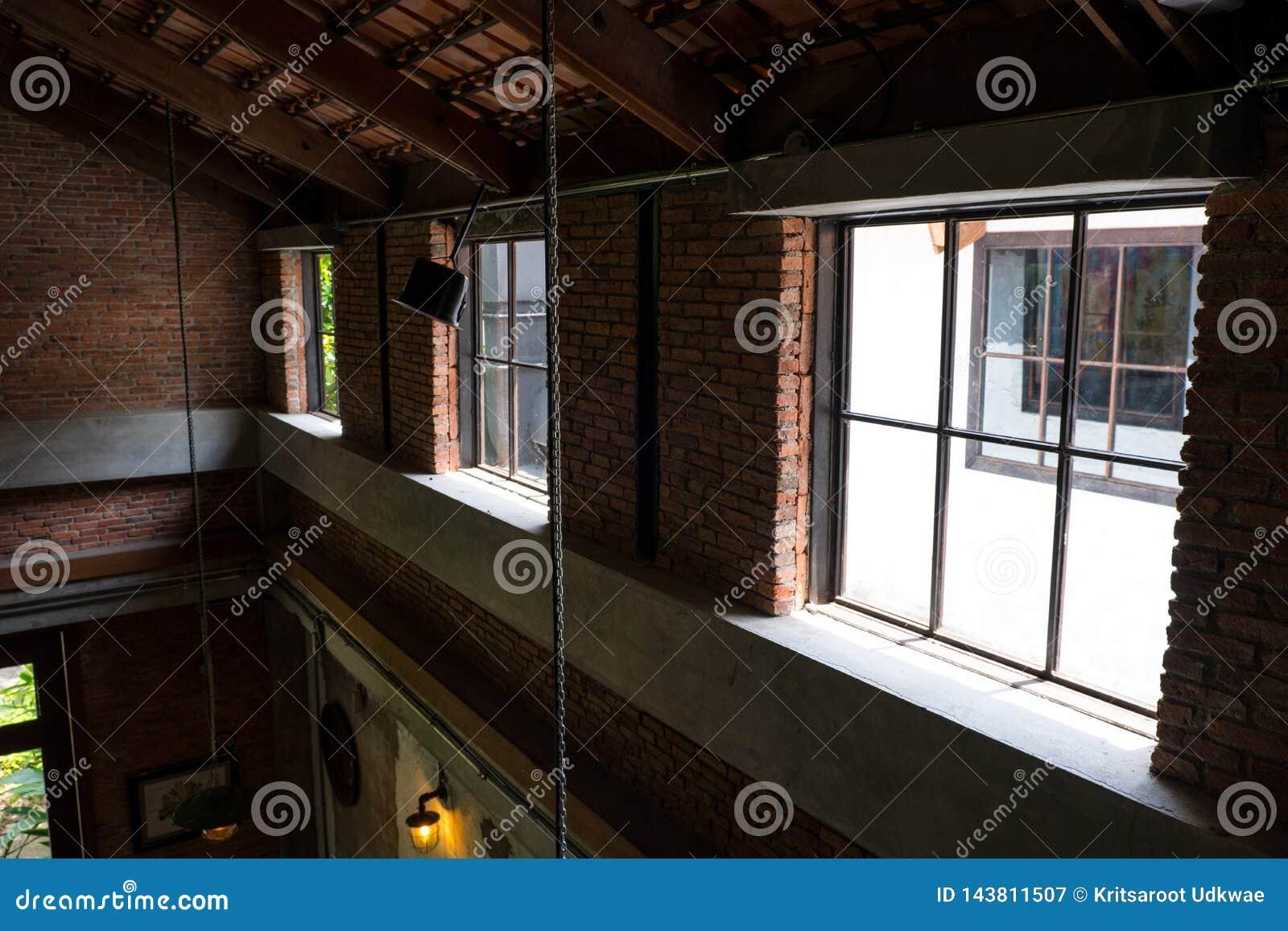 Интерьер просторной квартиры в двухшпиндельном доме