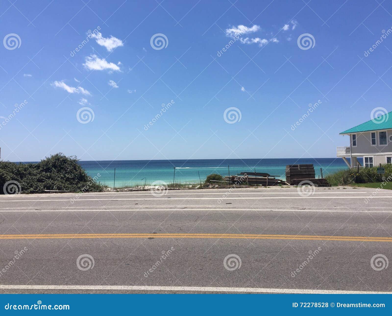 Download Интерьер пляжа House стоковое фото. изображение насчитывающей лето - 72278528