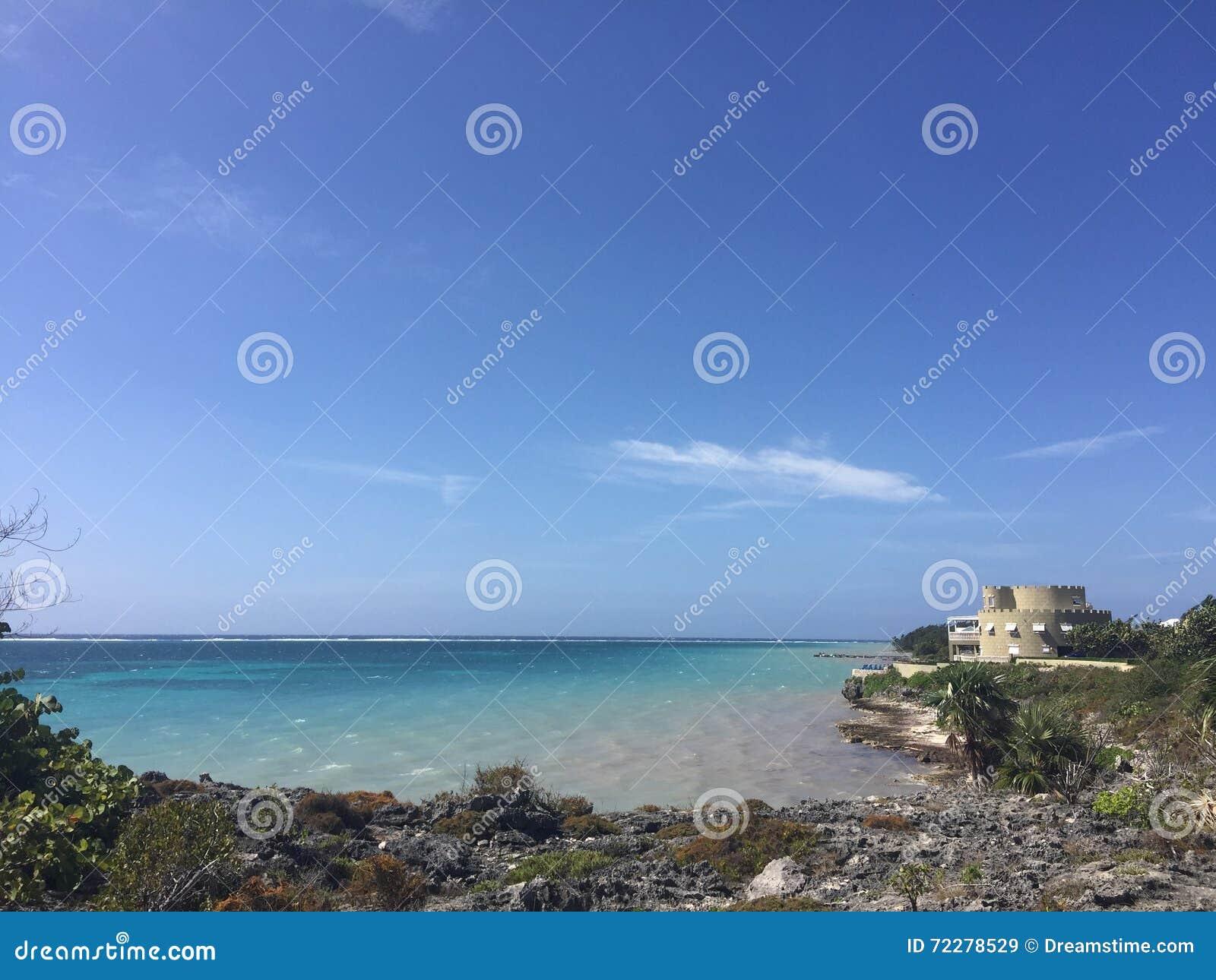 Download Интерьер пляжа House стоковое изображение. изображение насчитывающей роскошь - 72278529