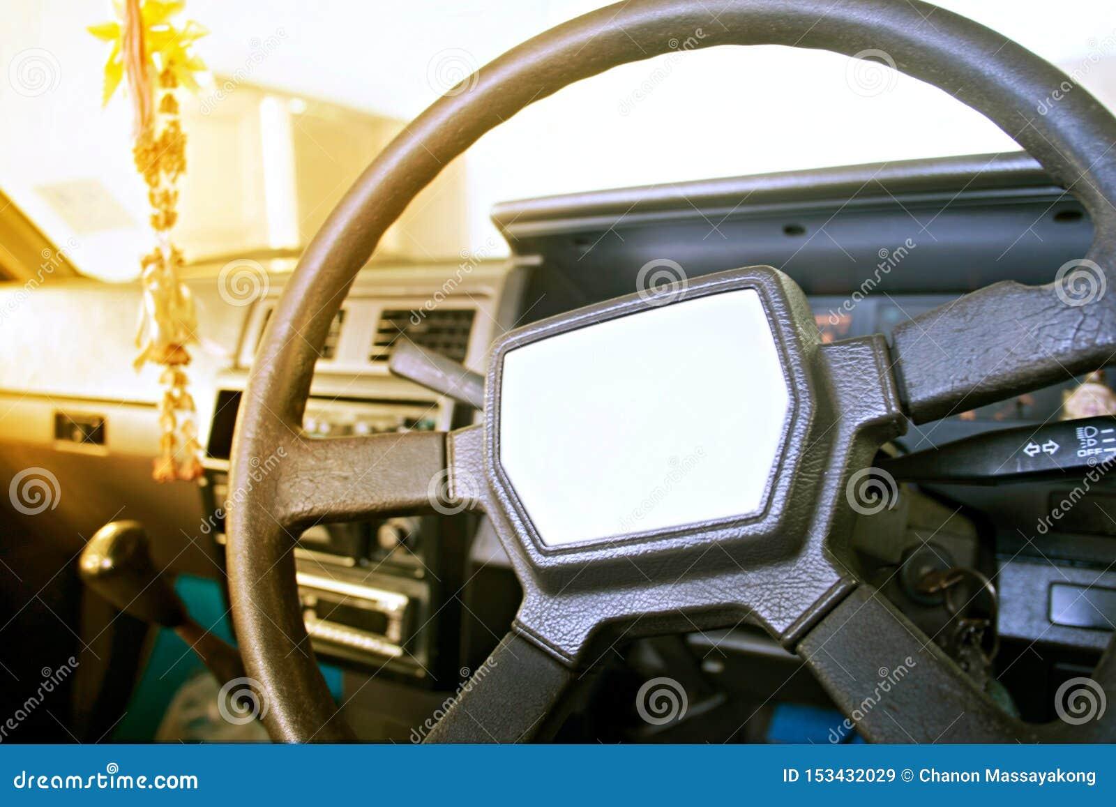 Интерьер старого автомобиля