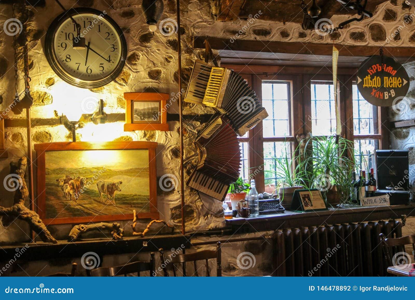 Интерьер старомодной кофейни ресторана