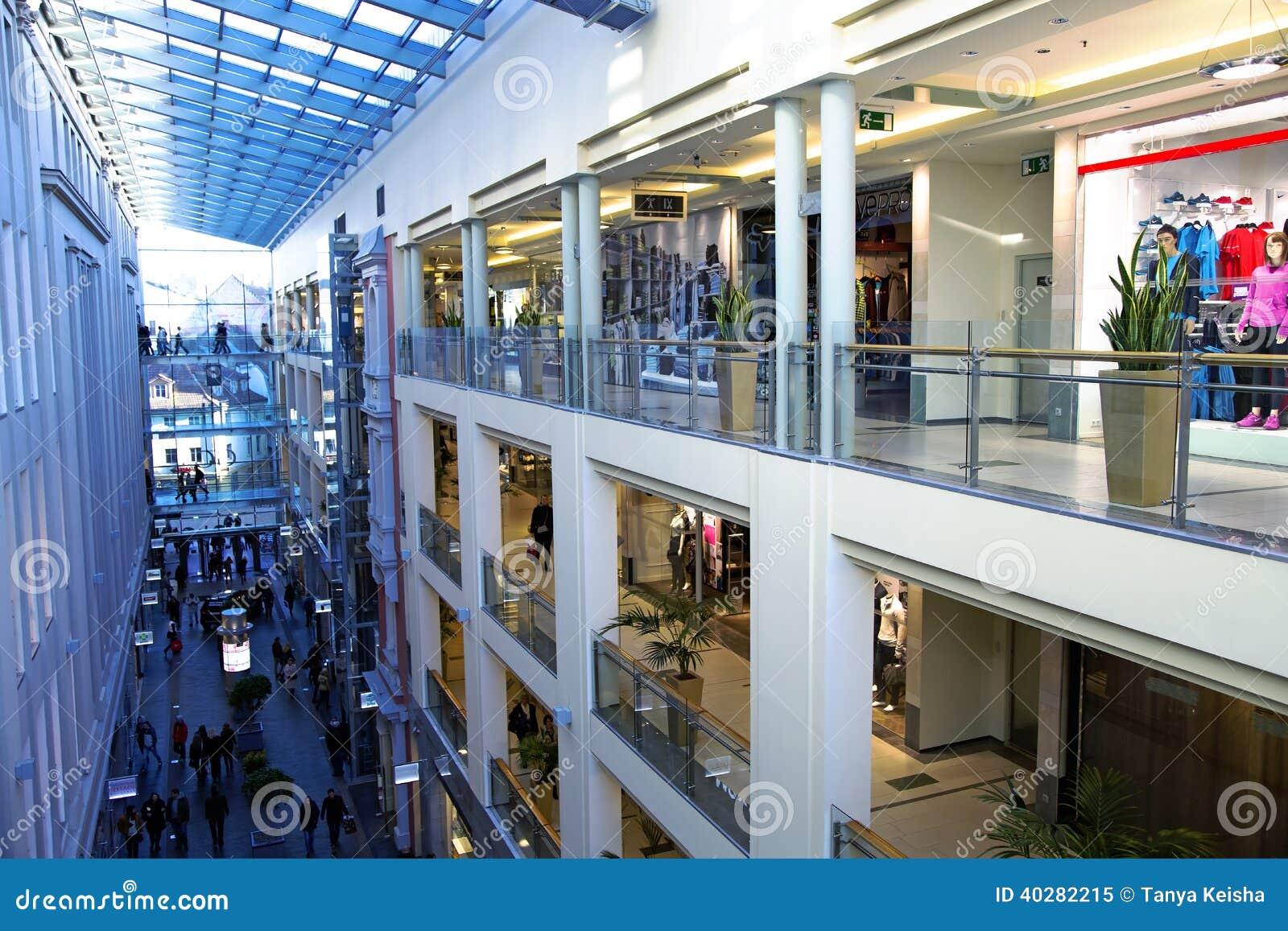 Интерьер торгуя мола в галерее Риги