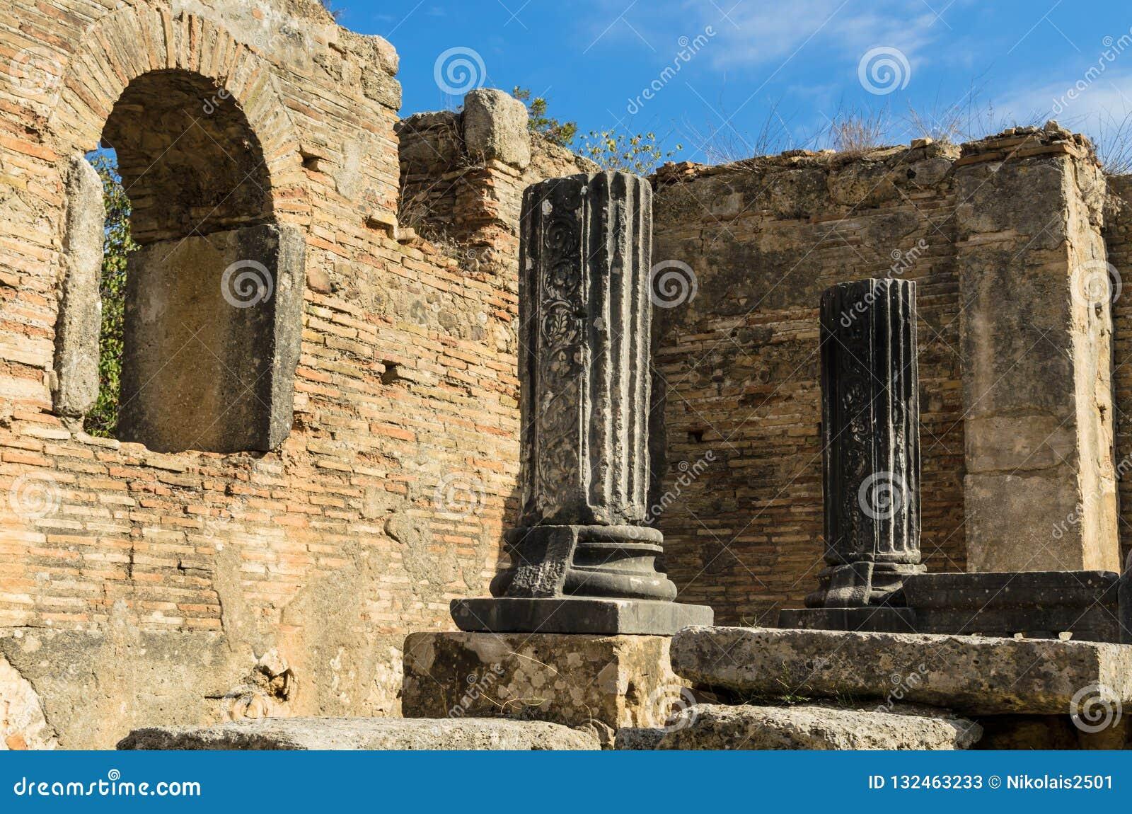 Интерьер церков, руин мастерской Pheidias