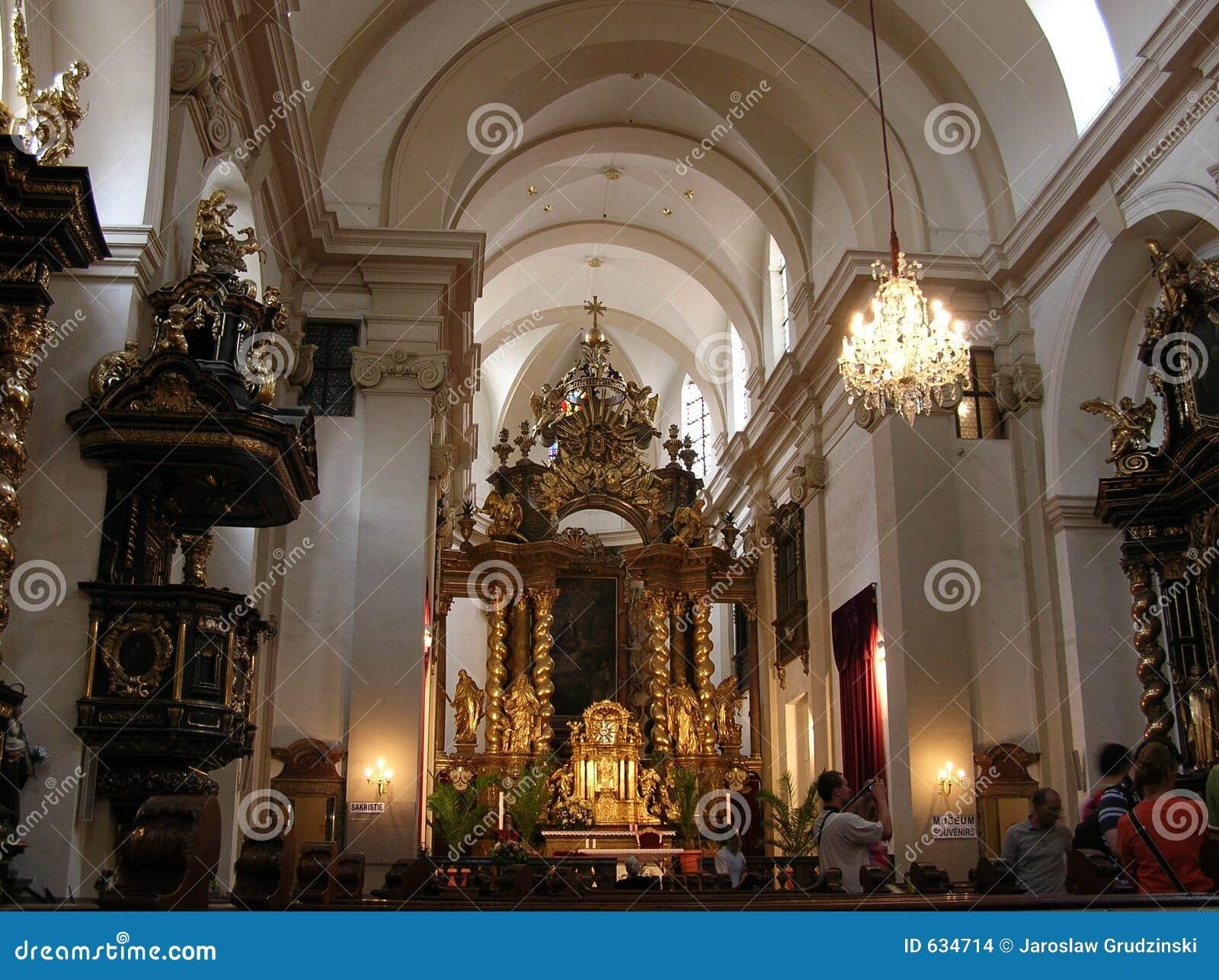 Download интерьер церков стоковое фото. изображение насчитывающей вера - 634714