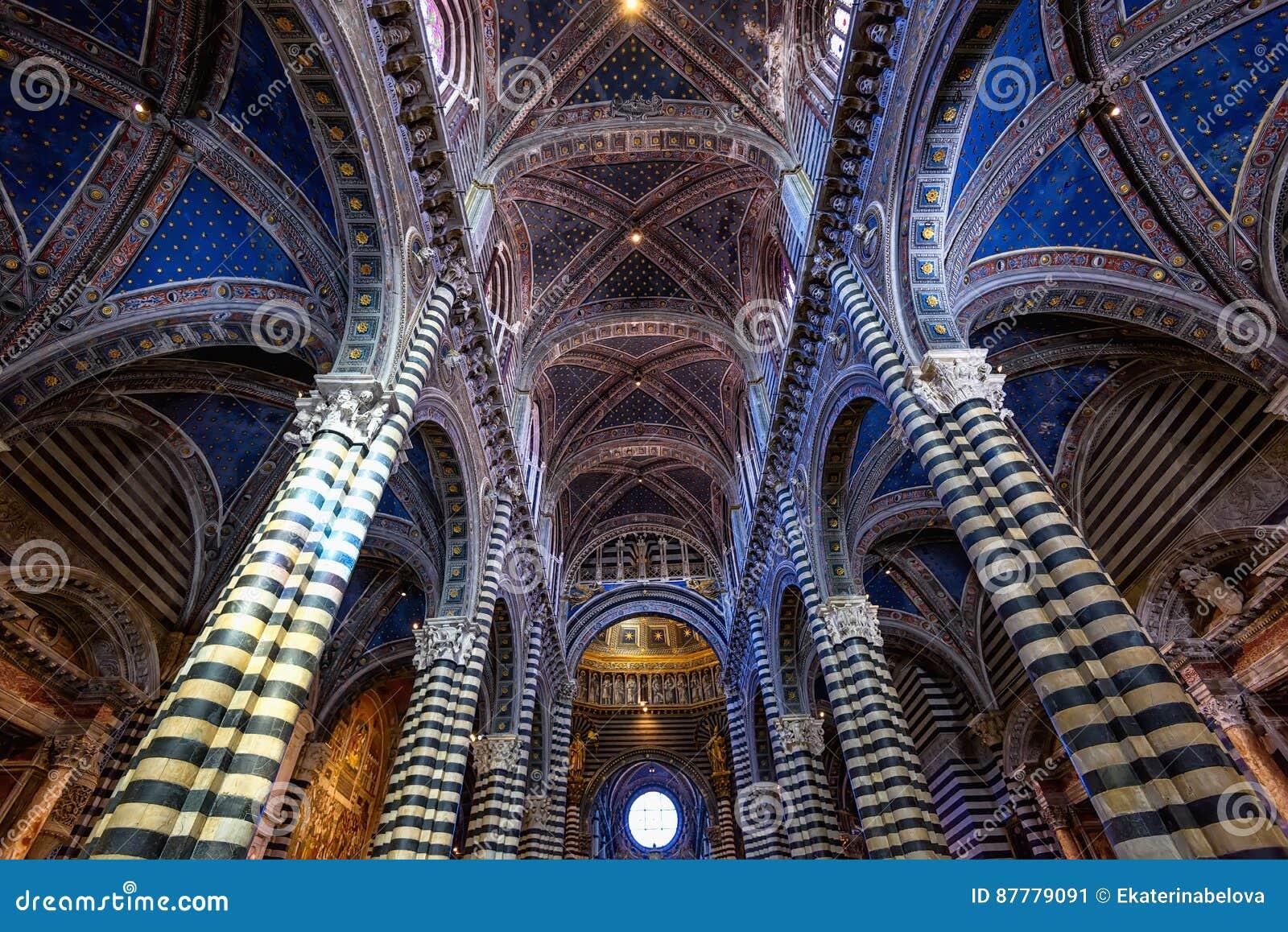 Интерьер di Сиены Duomo средневековая церковь в Сиене, Италии
