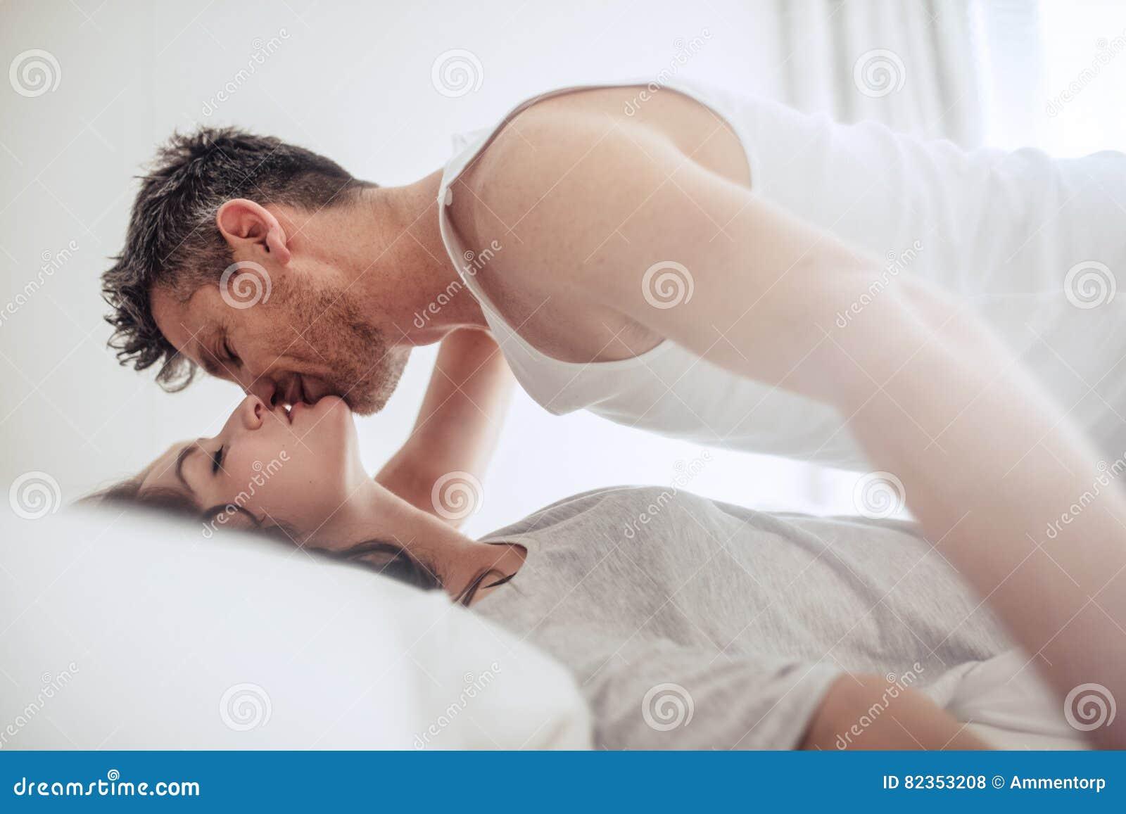 Интимное видео из коллекции молодой пары смотреть онлайн