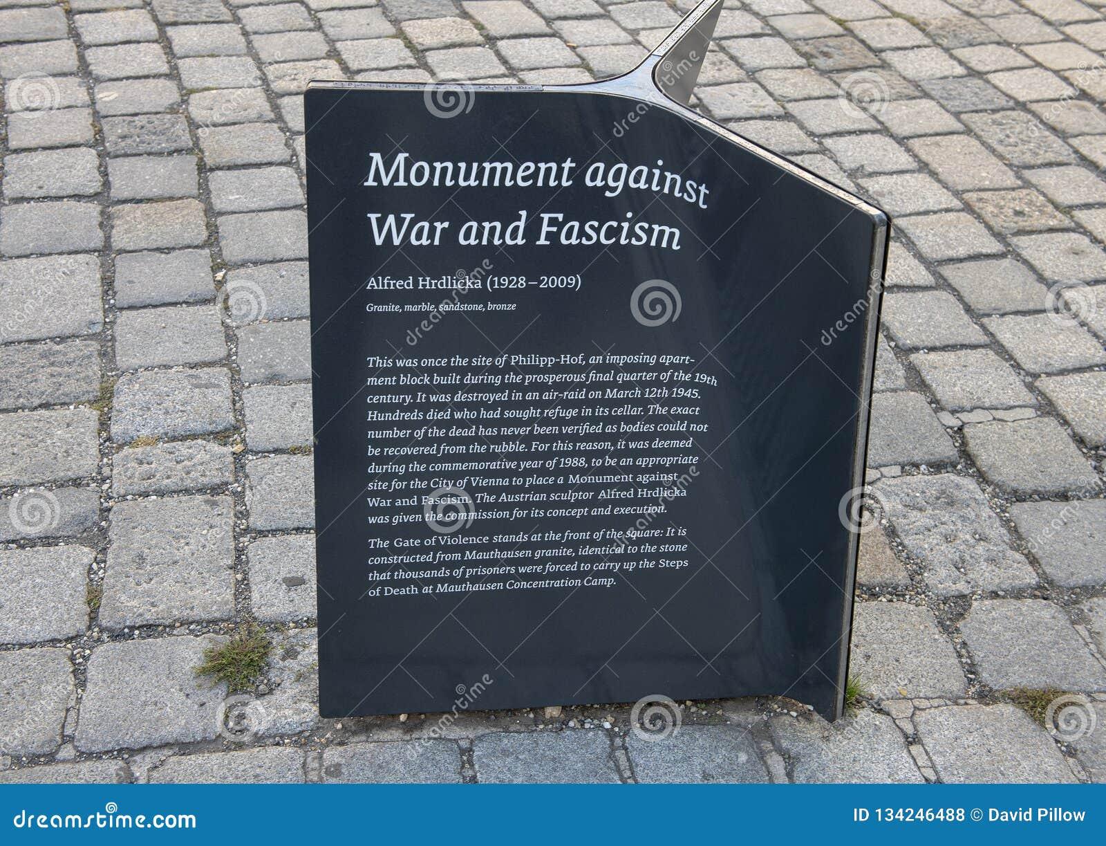 Информативная металлическая пластинка, памятник против войны и фашизм, Вена, Австрия