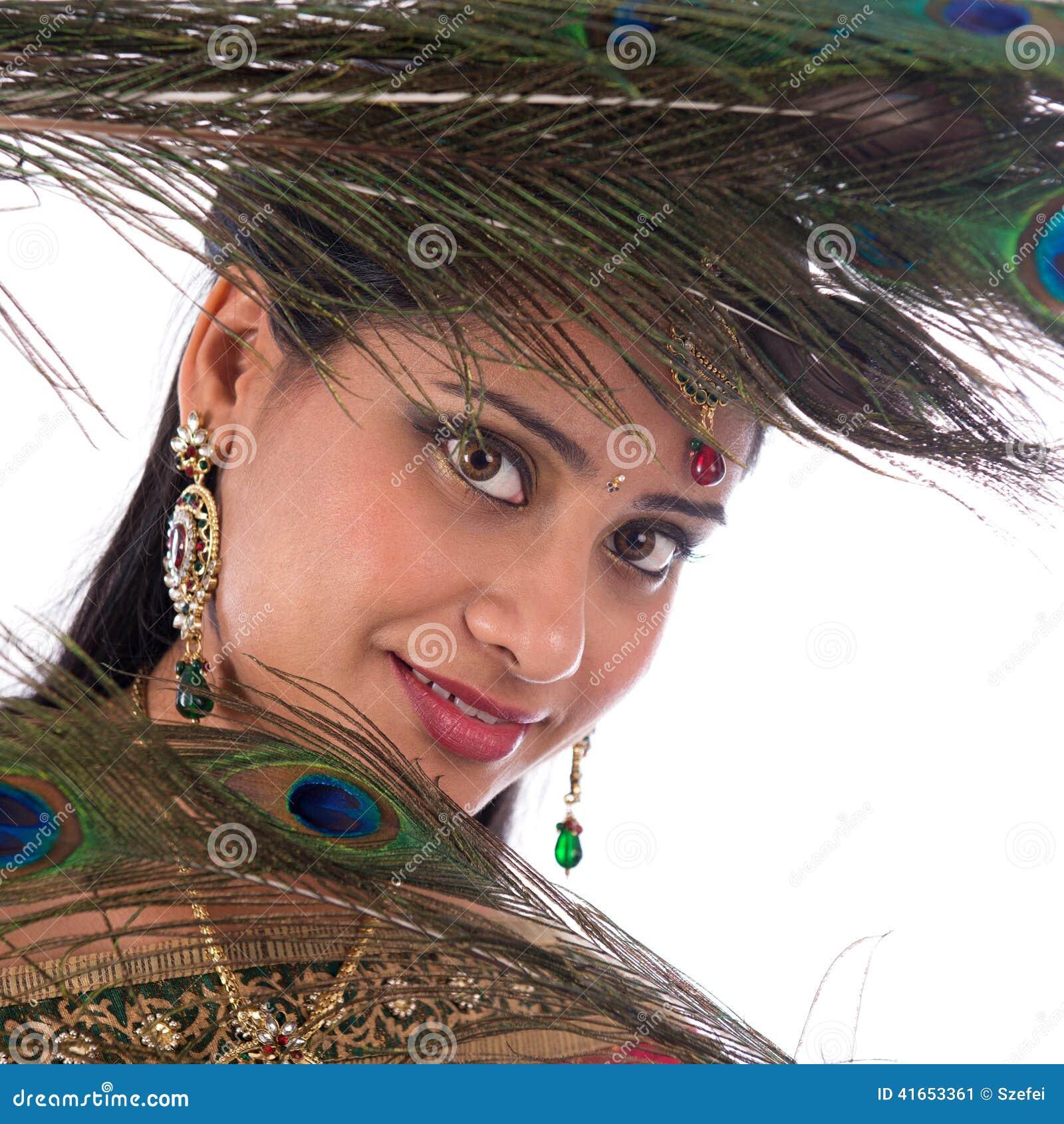 Индийская девушка с пер павлина