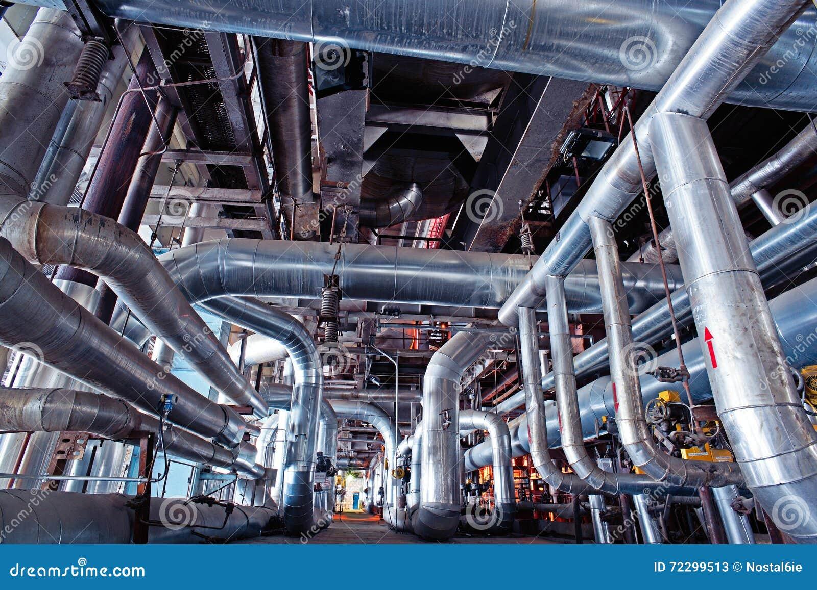Download Индустриальная зона, стальные трубопроводы, клапаны и танки Стоковое Изображение - изображение насчитывающей утюг, оборудование: 72299513