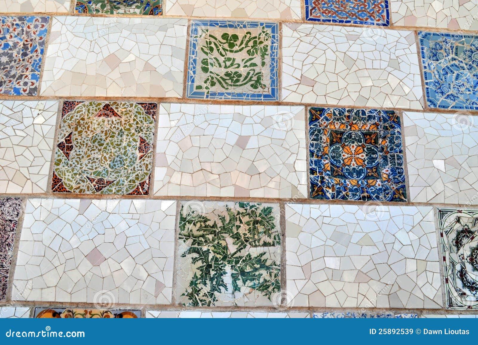 Искусство плитки Güell парка