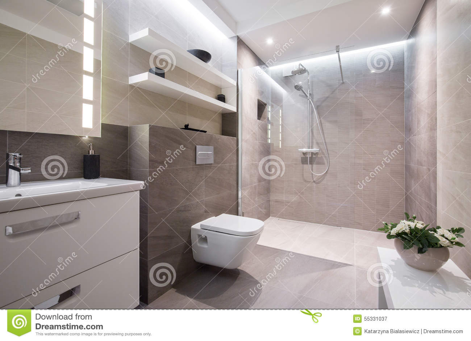 Исключительная современная ванная комната