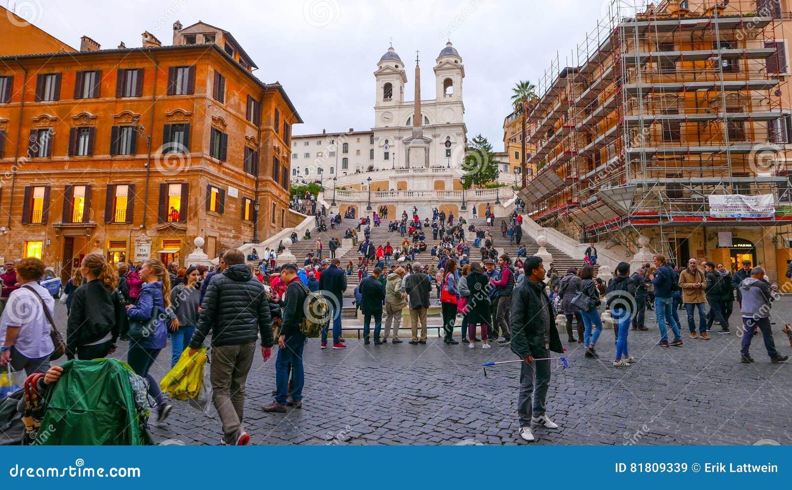Испанский квадрат в Риме с известным ориентир ориентиром испанских шагов