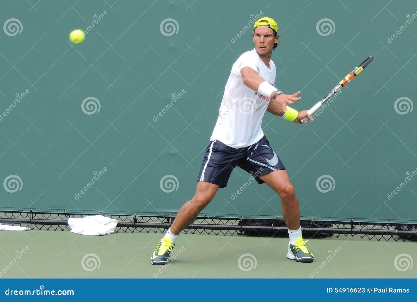 Испанский Raphael Nadal сказания тенниса