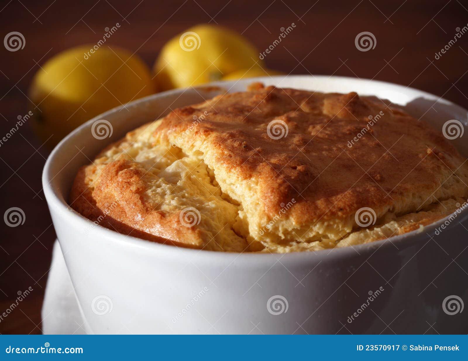 испеченное souffl ramekin части сыра
