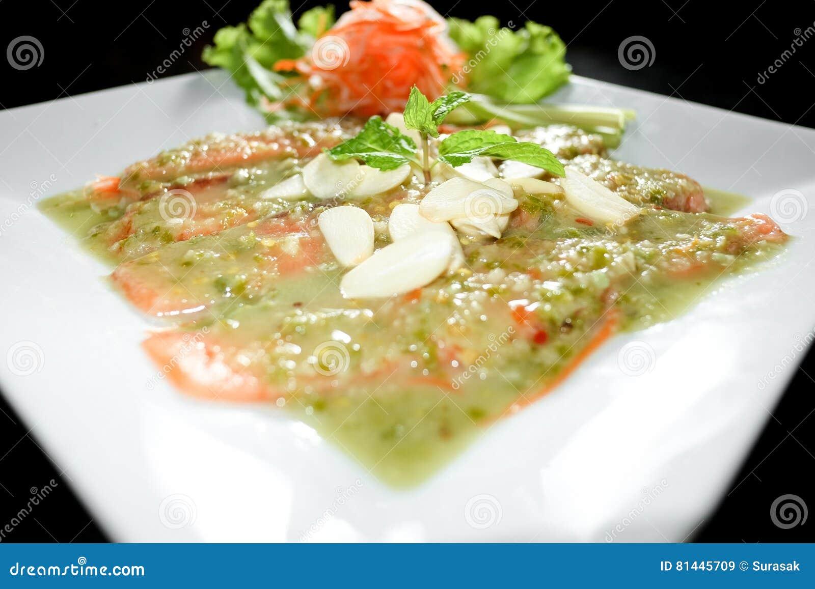 испеченное wasabi salmon соуса трав dof отмелое отмело