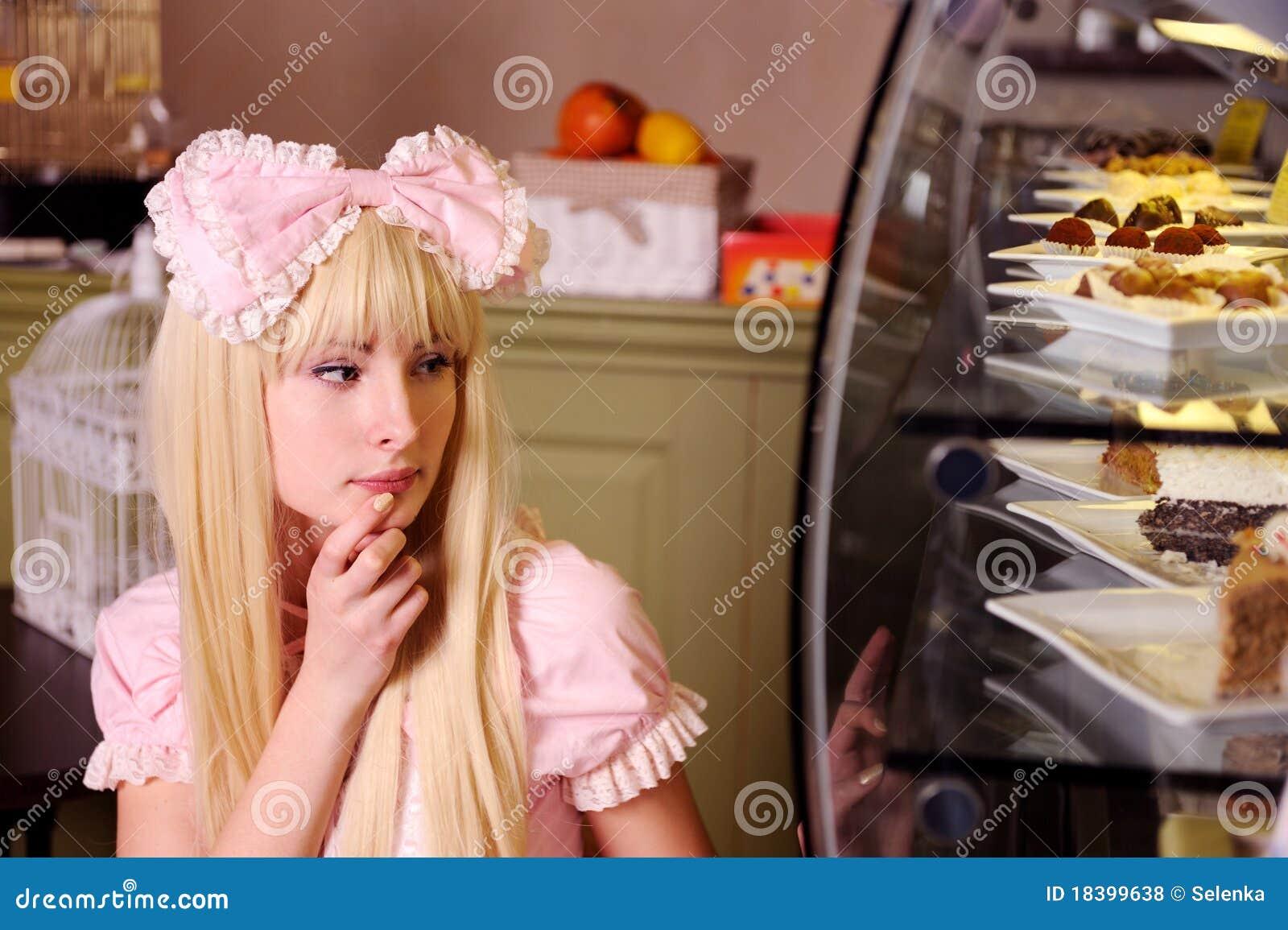 испечет девушку
