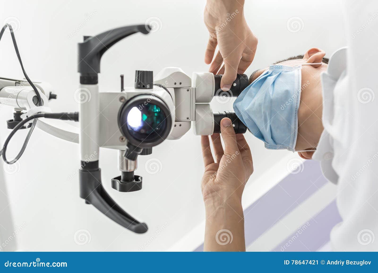 Используя зубоврачебный микроскоп