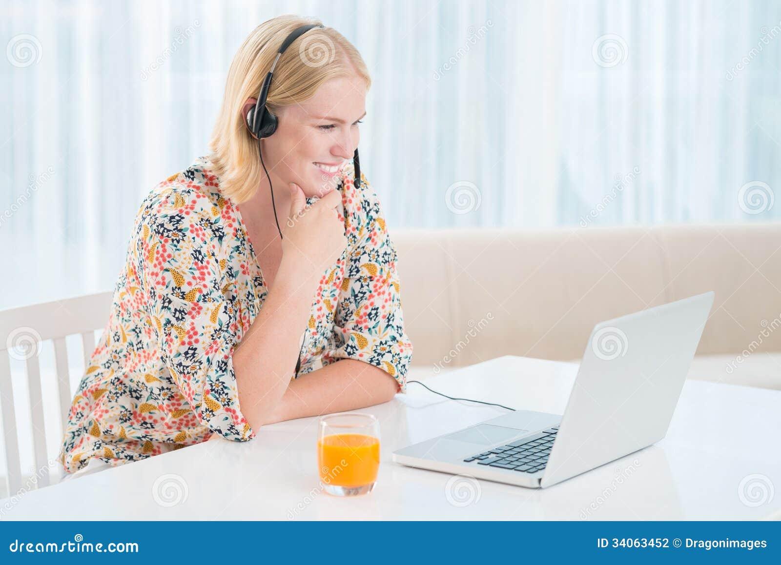 Работа в скайпе на дому для девушек пенза работа без опыта для девушки