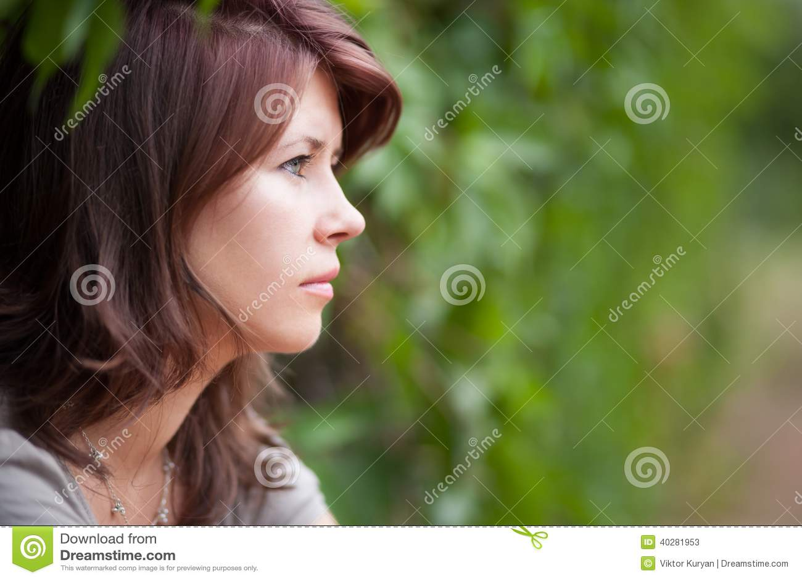 испуганным детеныши девушки стороны удивленные портретом